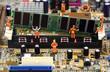 Leinwanddruck Bild - Miniature workers installing RAM memory