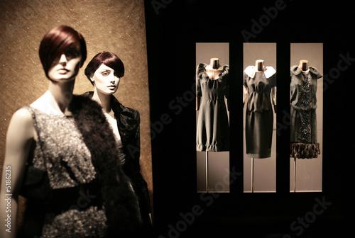 mode féminine, boutique et mannequins