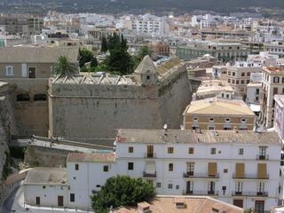 Ibiza Blick auf alte Stadtmauer