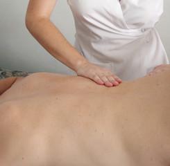 Masaje manual en la espalda