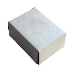 carton sur fond blanc