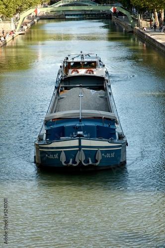 Fotobehang Kanaal peniche et canal saint martin 2