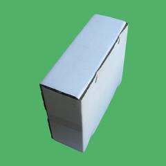 boîte carton sur fond vert