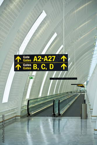 Airport gates guide - 5276098