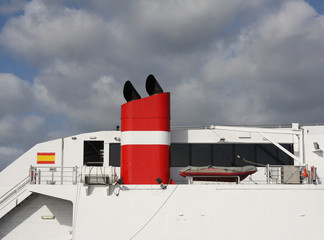clsoe-up of the red funnel of a large ship