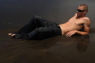 garçon sexy à la plage 6