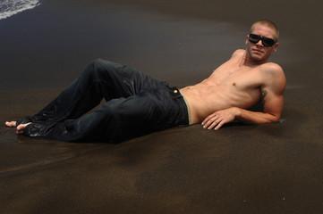 garçon sexy à la plage 7