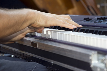 Mains du pianiste electro jazz