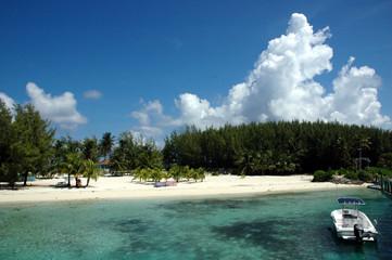 Boat to Paradise Island
