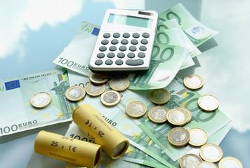 Symbolbild Taschenrechner Geld