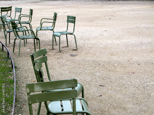 chaises vertes du jardin du luxembourg paris de bruno bernier photo libre de droits 5442832. Black Bedroom Furniture Sets. Home Design Ideas