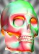 Schädel in Farben rot und Grün