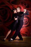 Młoda para zakochanych w klubie nocnym Taniec latino taniec