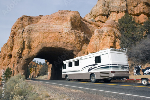 Rv aproaching the tunnel - 5535094