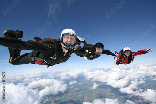 Canvas Luchtsport Skydivers form a formation