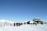 skieurs arrivé du telesiege poster