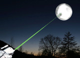 Tire de laser sur la lune poster