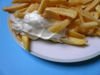 Pommes frites mit Mayonaise