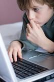 enfant intelligent ordinateur internet poster
