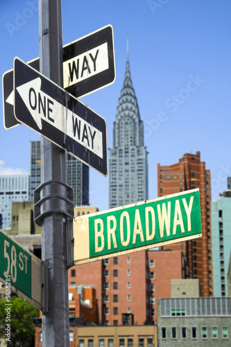 Foto op Canvas Theater Broadway sign in front of New York City skyline