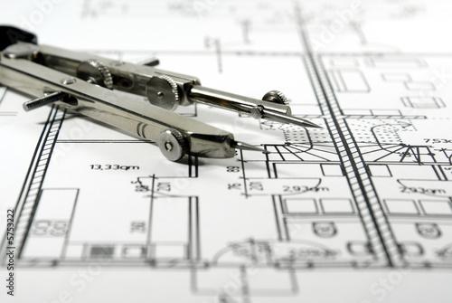 Bauzeichnung und Zirkel