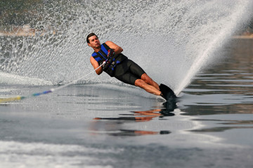 Advanced waterskiing on a mono-ski