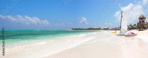 Photo: Wide Shot of Beach in Paradise