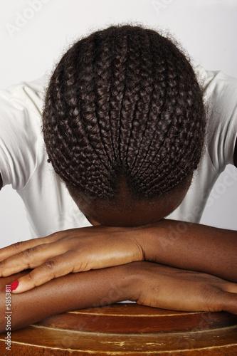 Молодая африканская женщина прически, Зимбабве, не макияж, печаль.