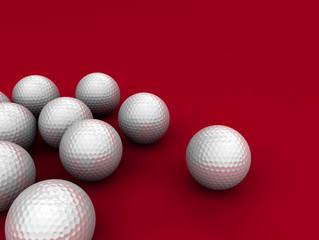 golfbälle auf rotem grund