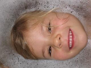 Kinderaugen Badespaß