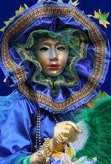 femme déguisée au carnaval