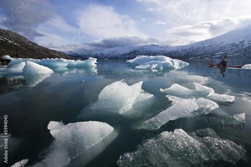 Papiers peints Glaciers lonely kayak in glacier frost lake