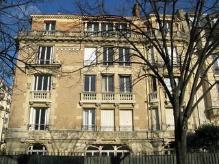 Paris, France, façade d'immeuble en pierre