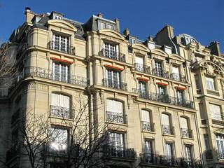 Immeuble classique en pierre blanche, Paris