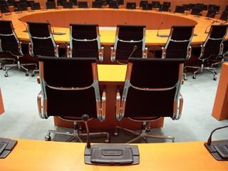 Sitzungssaal, Bundestag, Übersetzer, Karriere, Führungsposition