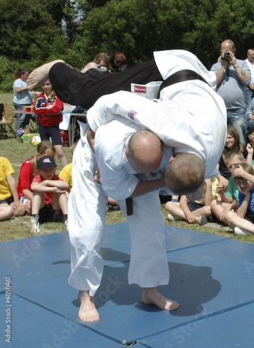 a lefted handed judo throw