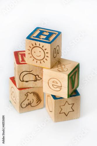 amuser apprendre bois cube empiler enfant jouer jouet lettre tra photo libre de droits sur la. Black Bedroom Furniture Sets. Home Design Ideas