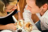 Fototapety Paar mit Wein