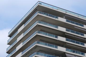 angle façade