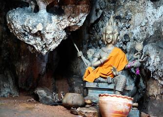 grotte et statue