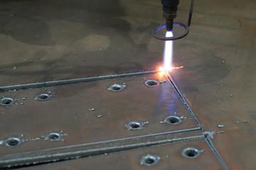 Digital portal type thick metal sheet plasma