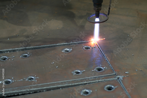 Digital portal type thick metal sheet plasma