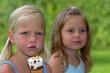 Mädchen beim Eis essen