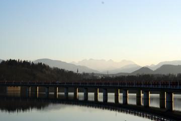 See-Brücke-Berge