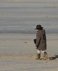 enfant à la plage ,bretagne