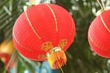 Asijské červené lucerny ve větru v China Town