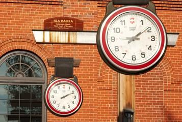Hanging clocks