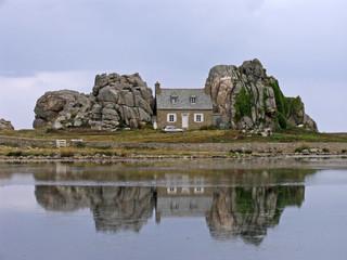Le Gouffre, Haus zwischen den Felsen, Bretagne