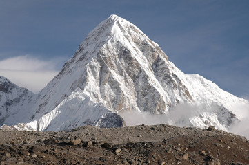 the summit of makalu nepal.