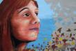 mujer joven en un graffiti. sueños